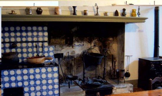 Musée d'Art et d'Histoire de Provence : Typical kitchen