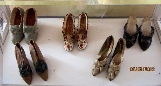 Musee d'Art et d'Histoire de Provence: Shoes