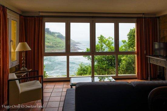 Saiaz Getaria Hotel: Vista al mar desde el salon-biblioteca