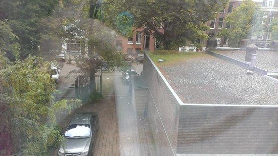 Ibis Styles Amsterdam Amstel: Room 117 overlooking tiny carpark