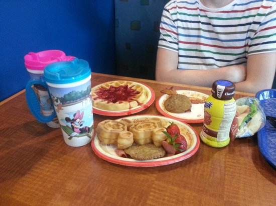 Disney's Pop Century Resort: Our breakfast!
