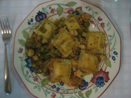 Chiara: Raviolis a los cuatro quesos con verduras y gambas