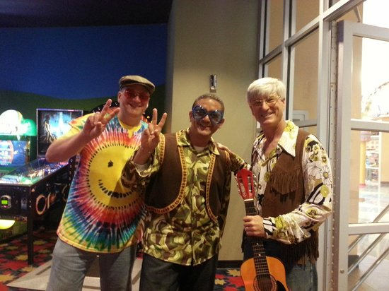Disney's Pop Century Resort: Hippies in the Arcade Room!