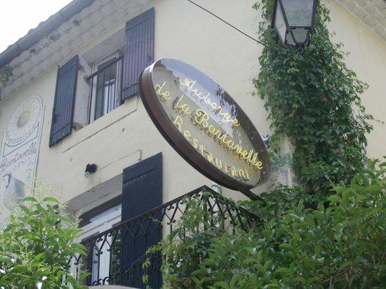 Auberge la Bartavelle: le restaurant et son enseigne