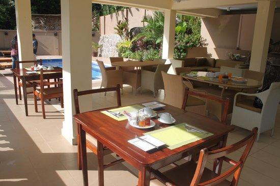 BayView Seychelles: Breakfast in the sun