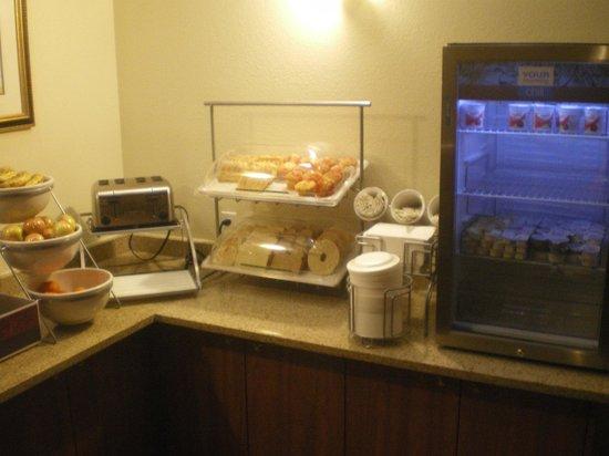 Ramada Denver International Airport: Pastries ab 3h früh