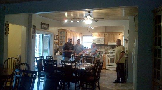Lakeview Inn: Cooking breakfast