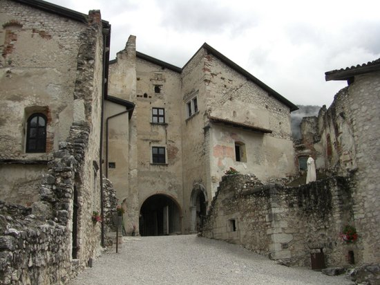 Castel Beseno: Vista dal cortile