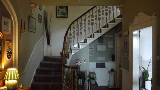 Crescent Park House Bed & Breakfast : Hallway/Stairs