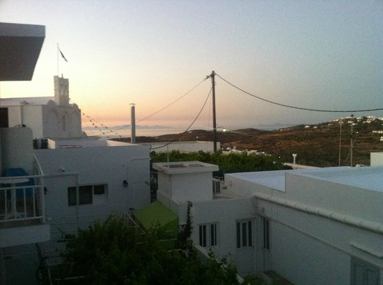 Hotel Artemon: Dawn with view to Folegandros