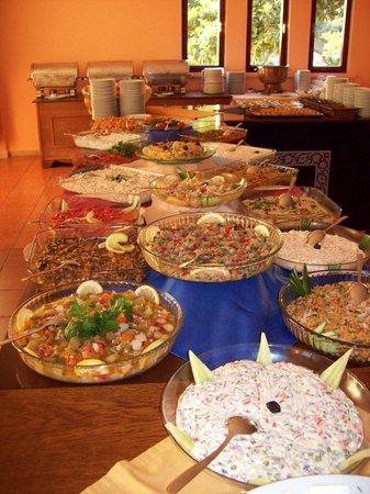 Hotel Club Phellos: Blick über das Abend Buffet