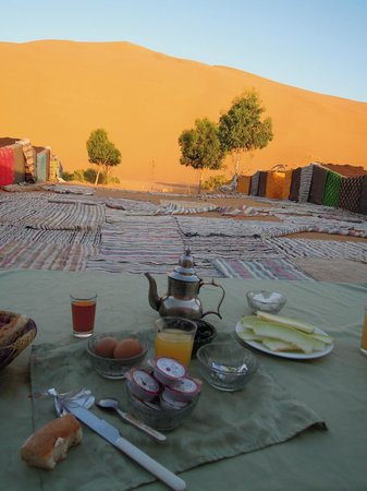 Ksar Bicha: petit-déjeuner dans le bisouac