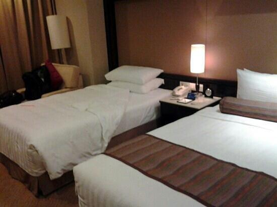 Howard Johnson Huaihai Hotel Shanghai: Superior room
