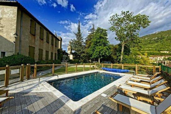 Piscine picture of hotel restaurant chateau de creissels for Restaurant piscine