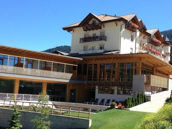 Corona Dolomites Hotel Andalo: ESTERNO HOTEL - GIARDINO E PISCINA