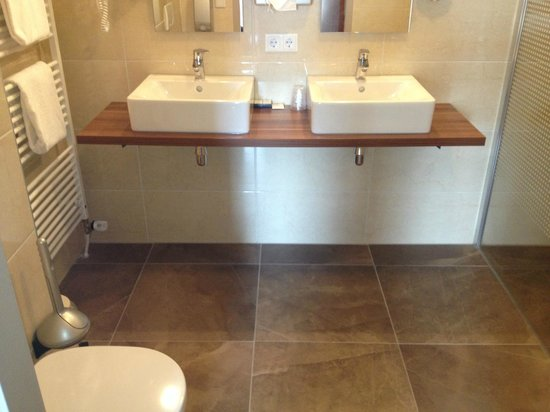 Grand Hotel Ter Duin : Badkamer (zeer schoon!)