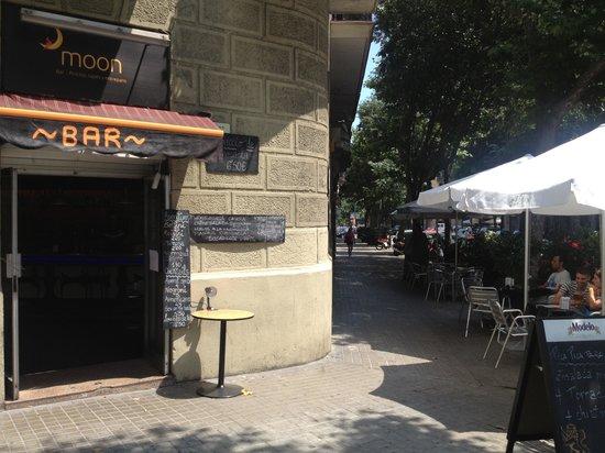 bar moon barcelona la nova esquerra de l eixample restaurant rh tripadvisor com