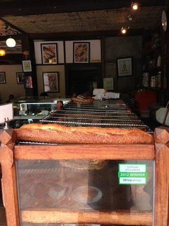 Le Banneton Cafe: Ah! no wonder...