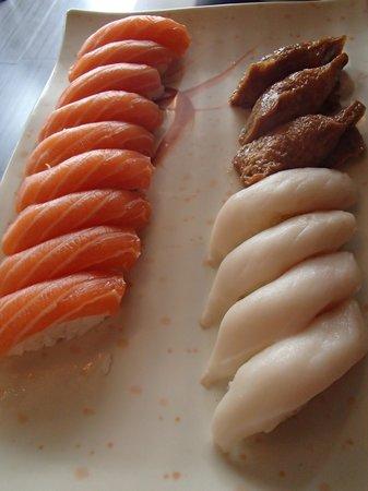 Aji Sai Plus Resto Lounge : Salmon Sushi, Butter fish Sushi, Inari Sushi