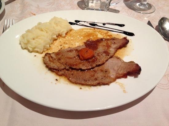Hotel Corona Pinzolo: Arrosto di vitello con pure': ottimo!!!
