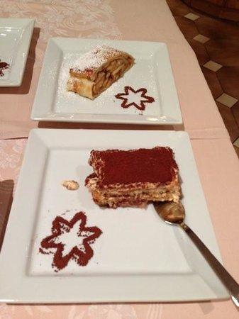 Hotel Corona Pinzolo: Strudel di mele e Tiramisu': fantastici!!!