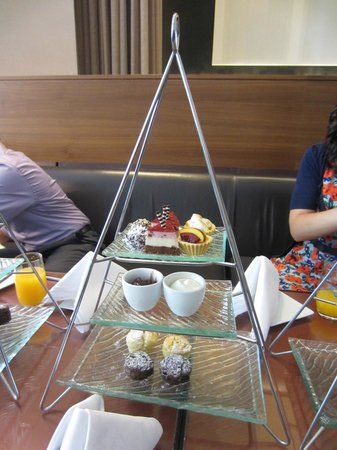 Stamford Plaza Auckland: High tea dellights!