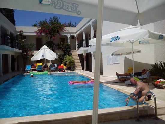 Blue Bay Hotel: quiet pool