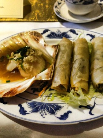 China Palace: Our delicious starter of spring rolls and scallops