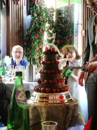 China Palace: Our wedding cake, lovingly decorated and set up by Wil and his team