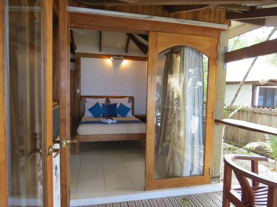 Hideaway Island Resort & Marine Sanctuary: Bedroom opening onto deck