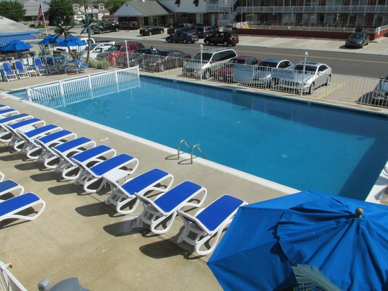 Tangiers Resort Motel : the new updated pool