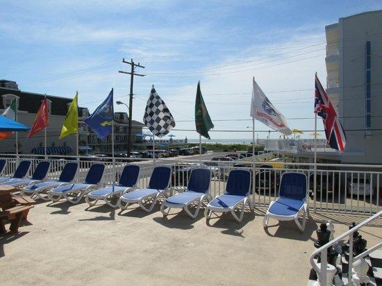 Tangiers Resort Motel : new chairs