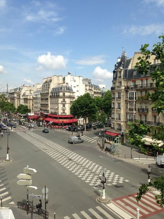 Raspail Montparnasse Hotel: View from our room on the 4th floor