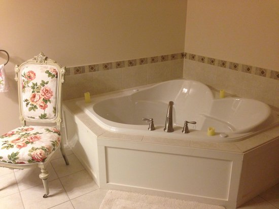 Magnolia Meadows Bed and Breakfast: Beautiful bathroom at Magnolia Meadows B & B