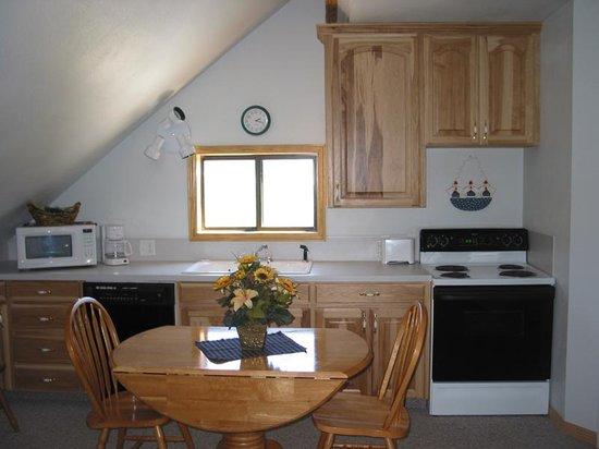 Kasper's Kountryside Inn: kitchen area