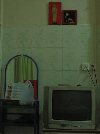 Bunlinda Hostel: room