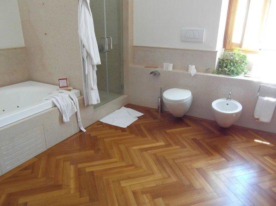 Santarosa Relais: Bathroom