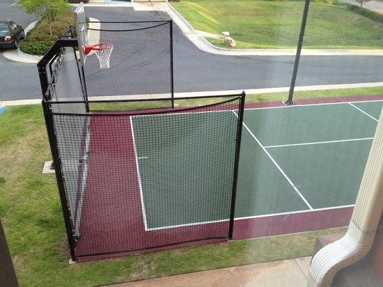 Homewood Suites Shreveport: Basketball court outside 216/316/416 rooms