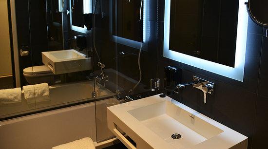 Collection Hotel No 13 Deluxe Room Bathroom