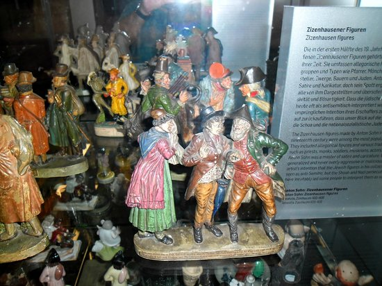Jewish Museum (Judisches Museum der Stadt Wien) : small statues in which is build a lot of creativity and talent:)
