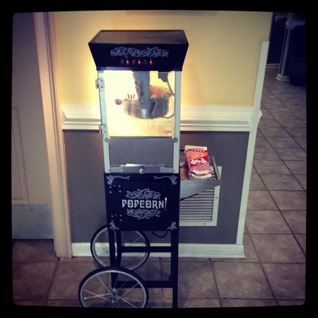 Suburban Extended Stay Hilton Head : My kids loved the popcorn machine that was set up in the lobby