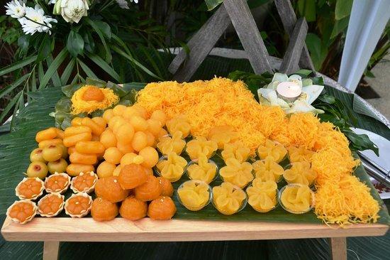 Phuket Gay Homestay - Neramit Hill: Wedding party desserts