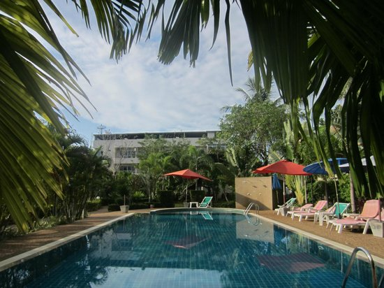 Thip Residence Boutique Hotel: pool area