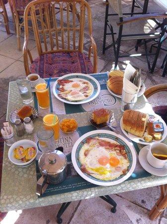 Hotel Christina: le petit-déjeuner anglais