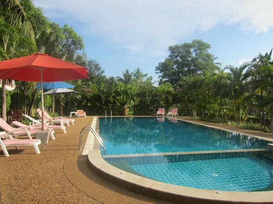 Thip Residence Boutique Hotel: pool area 2