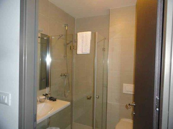 Hotel Meksiko: Shower