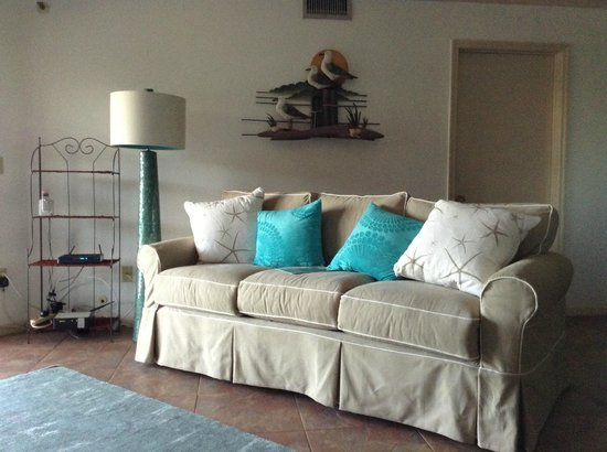 Beach Cottage: Nicely decorated condo