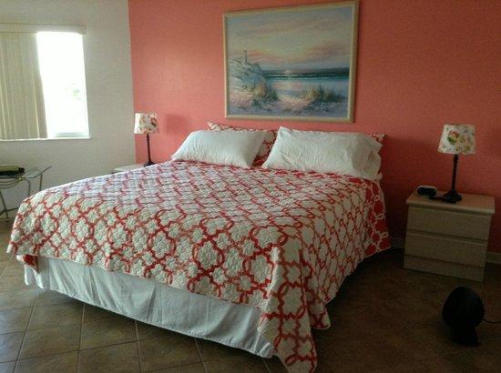 Beach Cottage: Large master suite