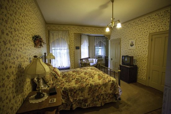 Hancock House B and B: Courtland's Room