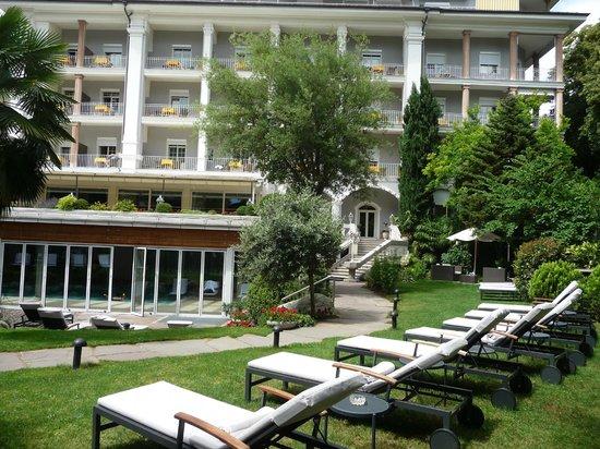 Hotel Meranerhof: Hotel and gardens.